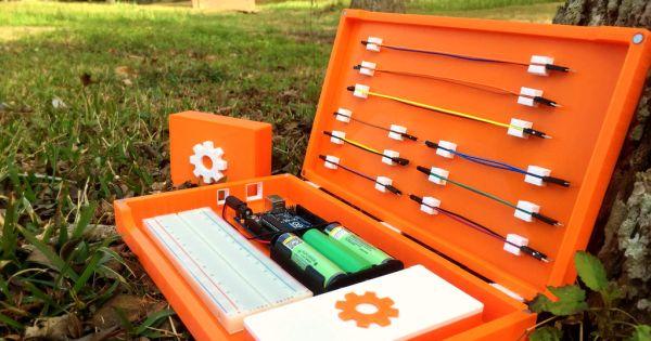 プロトタイピング用の部品を持ち運べる道具箱「Arduino Portable Programming Lab」|fabcross